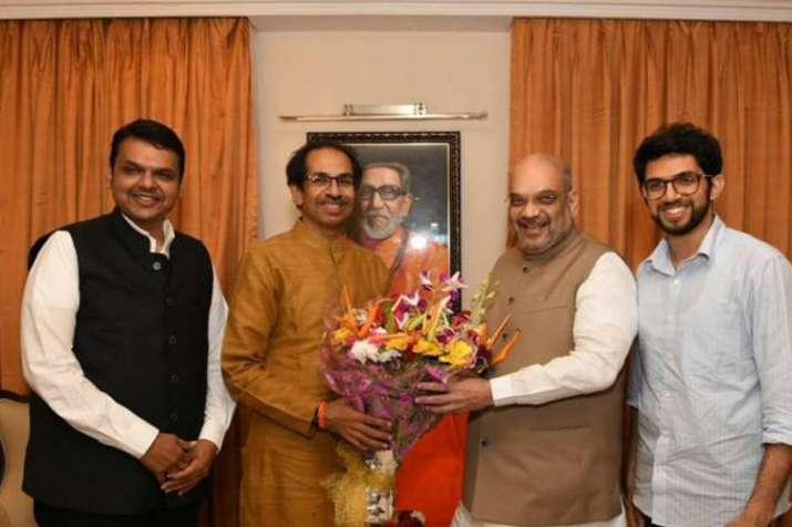 महाराष्ट्र में 50-50 फॉर्मूले पर बनेगी बात, शिवसेना बनना चाहती है 'बिग ब्रदर'!- India TV