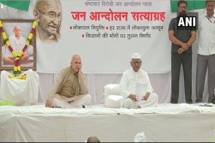 Anna Hazare begins his fast for the formation of Lokpal at the Centre and Lokayuktas in the states- India TV