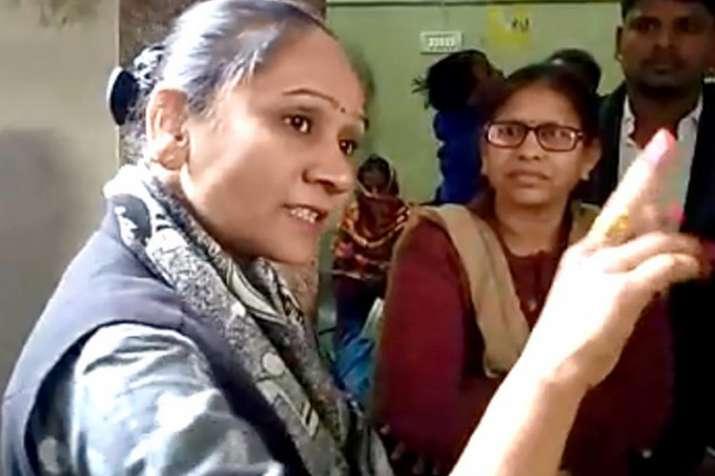 मध्य प्रदेश में बसपा विधायक राम बाई ने खुद को बताया 'मंत्रियों का बाप', वीडियो सोशल मीडिया पर वायरल- India TV