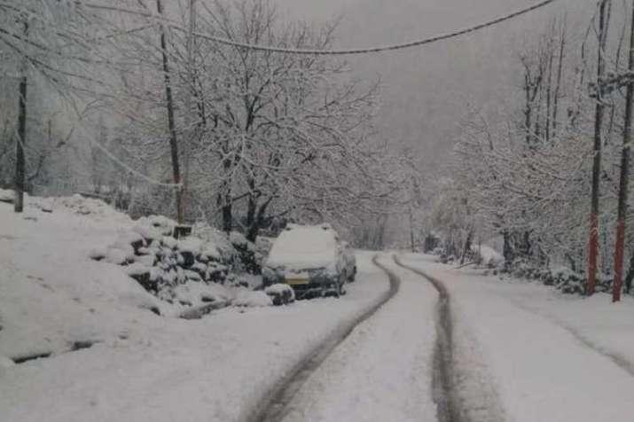 दिल्ली समेत पूरे उत्तर भारत में कड़ाके की सर्दी का दौर जारी, पहाड़ों पर बर्फबारी का 72 घंटे का अलर्ट- India TV