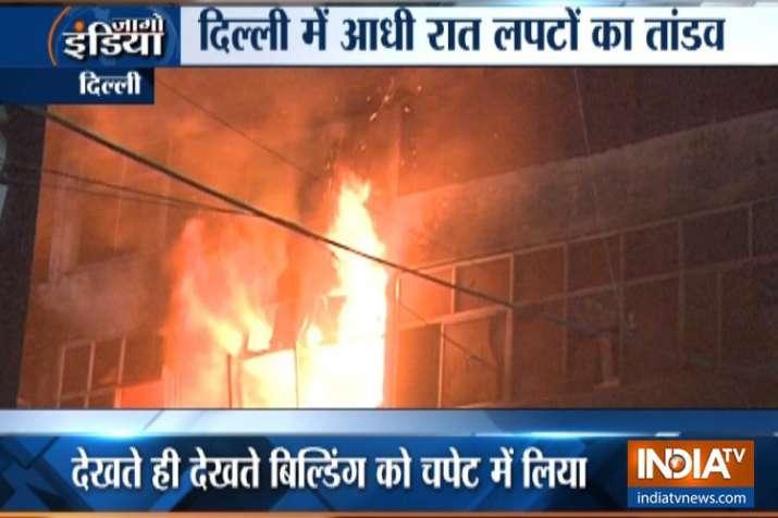 दिल्ली में आधी रात आग का कहर, कीर्ति नगर फर्नीचर मार्केट में लाखों का माल खाक- India TV