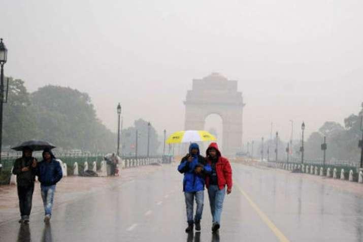 दिल्ली से कश्मीर तक मौसम का यू टर्न; पहाड़ों पर बर्फबारी, मैदान में बारिश- India TV