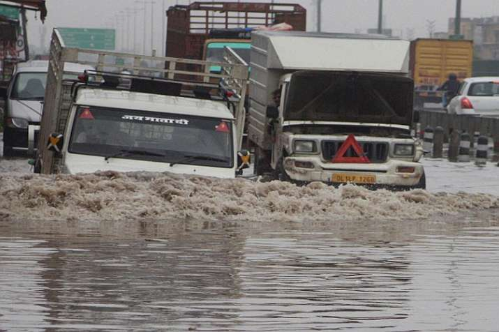 Delhi receives 10000 percent higher rainfall on January 22nd- India TV