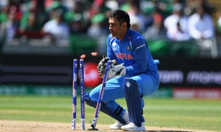 अद्भुत! विकेट के पीछे फिर दिखा एमएस धोनी का करिश्माई अंदाज, हासिल की ये बड़ी उपलब्धि- India TV