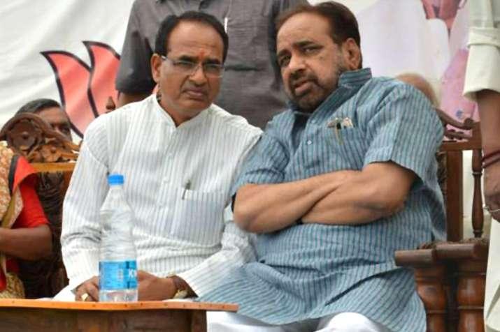 'मध्य प्रदेश में कांग्रेस सरकार मंत्रियों के बंगलों की पुताई से पहले गिरेगी'- India TV