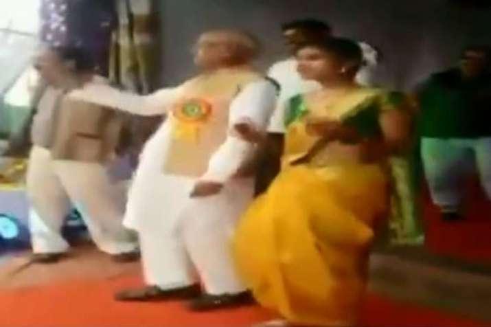 NCP MP from Bhandara-Gondiya Madhukar Kukade dances with students during a school function | ANI- India TV