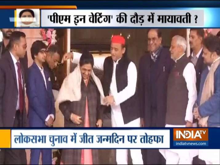 Akhilesh Yadav Meets with Mayawati and greets on her birthday- India TV
