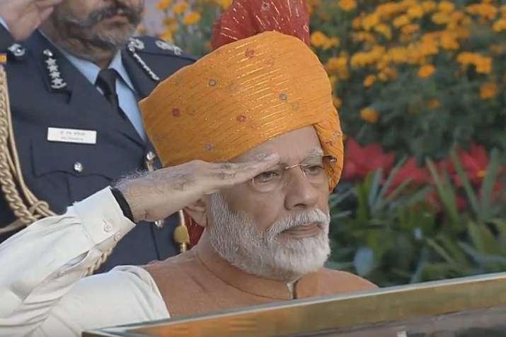 गणतंत्र दिवस के मौके पर केसरिया साफे में नजर आए प्रधानमंत्री मोदी - India TV