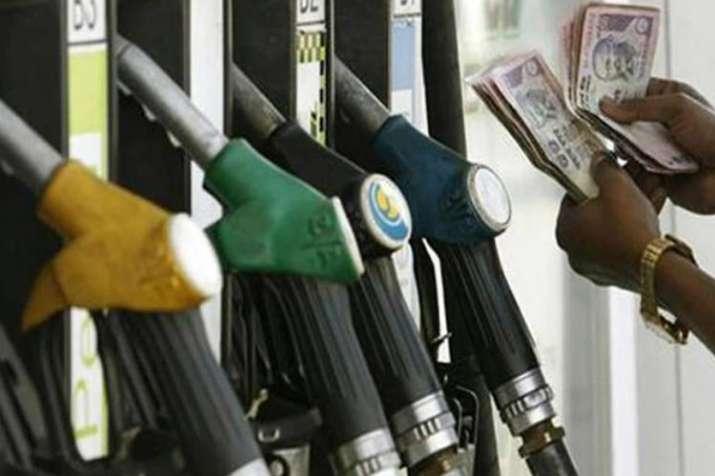 डीजल के दाम 13वें दिन बढ़े, पेट्रोल ने भी दिए झटके; जानिए आज के भाव- India TV Paisa