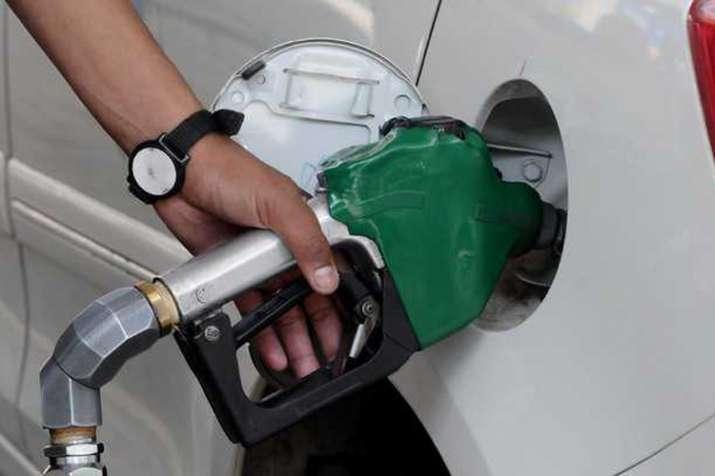 पेट्रोल, डीजल के दाम फिर घटे, जानिए आज के भाव- India TV Paisa