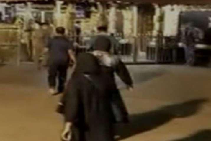 दो महिलाओं के प्रवेश के बाद सबरीमाला मंदिर बंद, किया जा रहा है शुद्धिकरण- India TV