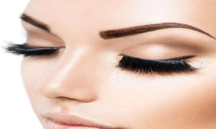 women eye brow- India TV