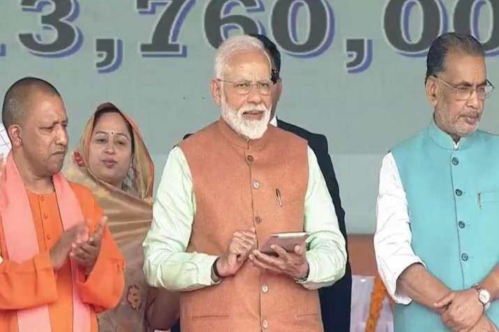 Prime Minister Narendra Modi launches Pradhan Mantri...- India TV