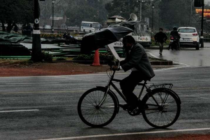 दिल्ली में सुबह हल्की बारिश, दिन में ओले गिरने की संभावना- India TV