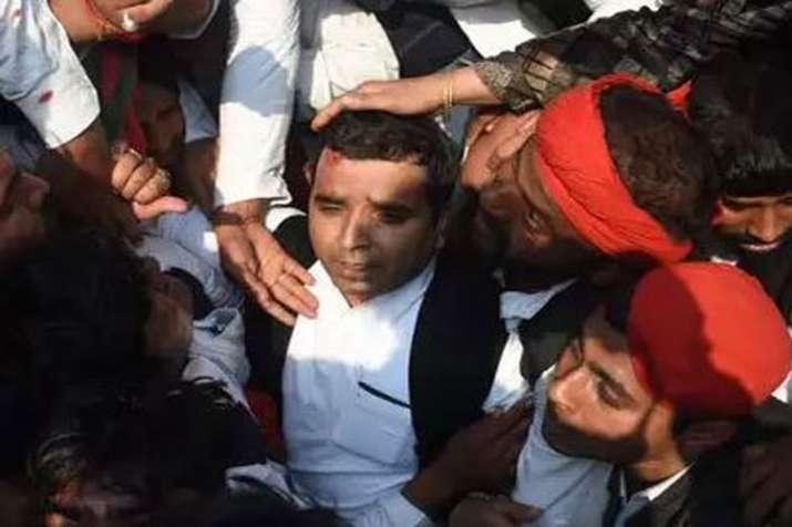 SP Leader Dharmendra Yadav injured during...- India TV