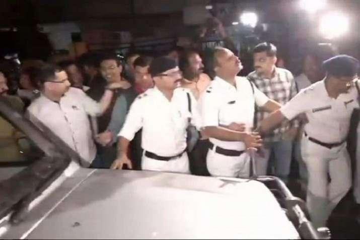 कोलकाता पुलिस,...- India TV