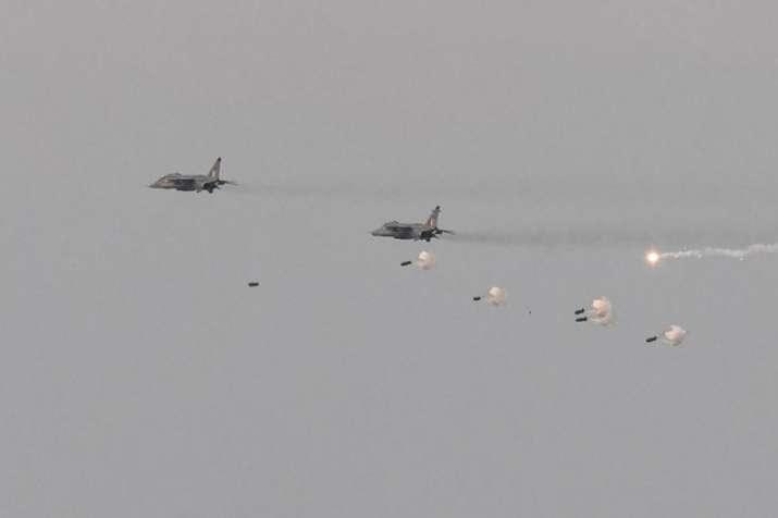 आतंकी कैंपों पर हमले में जैश के 200-300 आतंकी ढेर, भारतीय वायुसेना हाई अलर्ट पर- India TV