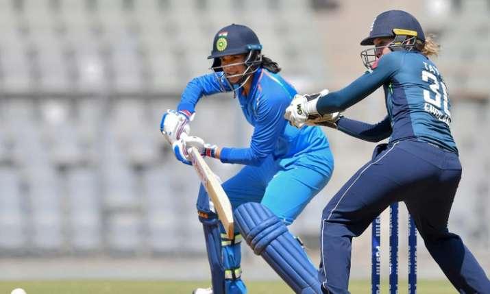 इंग्लैंड की टीम पहले बल्लेबाजी करते हुए 43.3 ओवर में 161 रन ही बना सकी। जवाब में भारत की बल्लेबाजी श- India TV