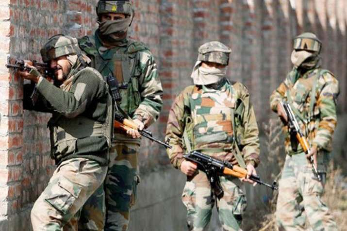 Srinagar: Grenade attack by terrorists at Lal Chowk; 7 security personnel among 11 injured- India TV