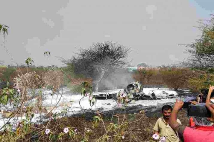 वायुसेना पायलट के परिवार का दर्द, 'हम अपने जवानों को पुरानी मशीनें देते हैं'- India TV