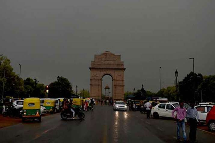 NCR experiences light rainfall, cold winds, 'very poor' air quality | PTI File- India TV