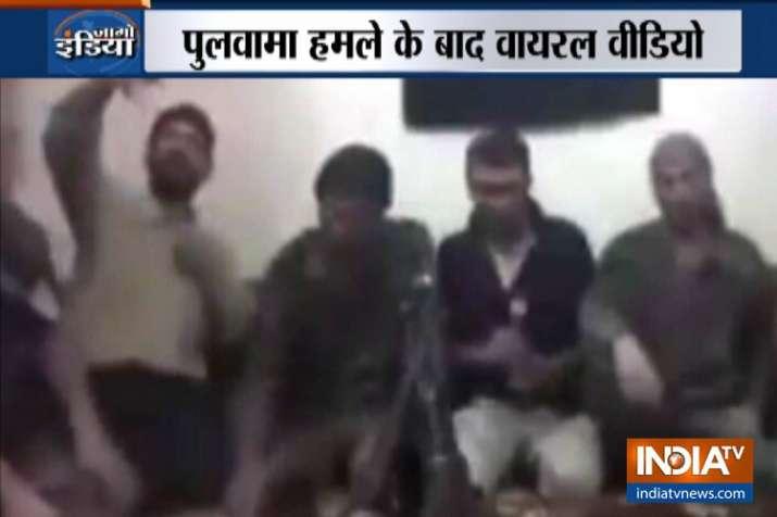 पुलवामा हमले के बाद सेल्फी लेते वक्त आतंकियों की पूरी टीम बम धमाके में उड़ी, वीडियो वायरल- India TV