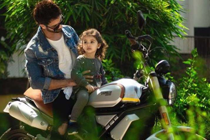 Shahid Kapoor enjoys bike ride with daughter Misha shares picture- India TV
