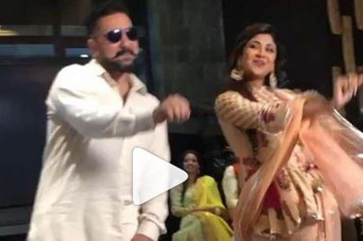 Shilpa Shetty dances with husband Raj Kundra on Lamberghini - India TV