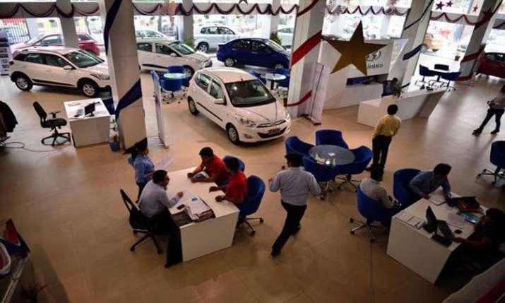 Car sale decline in februry- India TV Paisa