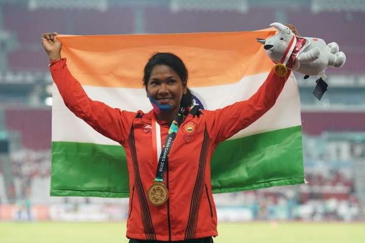 भारत की 'स्वर्ण परी' स्वप्ना बर्मन को एडिडास ने दिए विशेष जूते- India TV