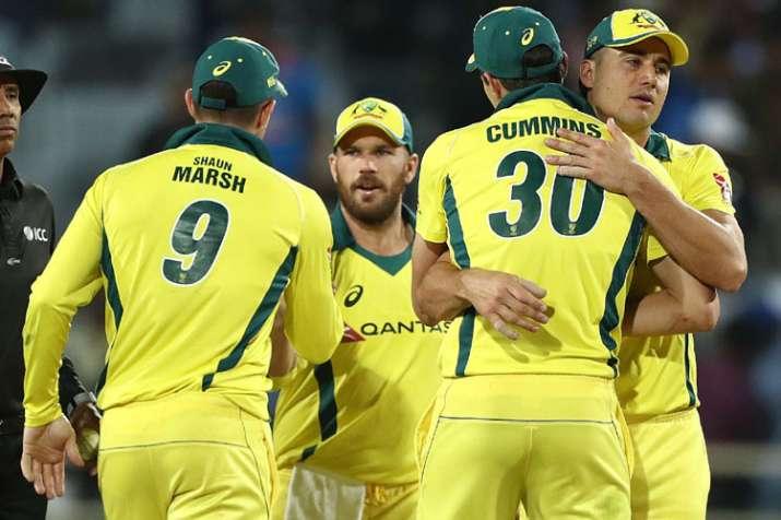 मोहाली वनडे: शिखर धवन का शतक बेकार, हैंड्सकोंब और टर्नर ने ऑस्ट्रेलिया को दिलाई बराबरी - India TV
