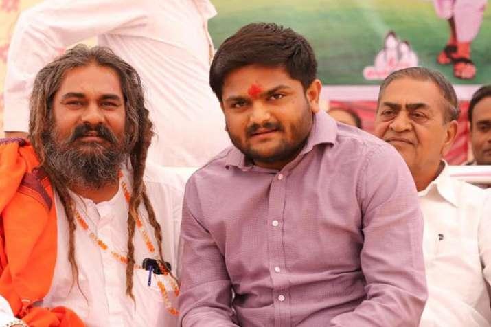 Hardik Patel changes Twitter name to Berojgar Hardik Patel as BJP leaders turn chowkidar | Facebook- India TV