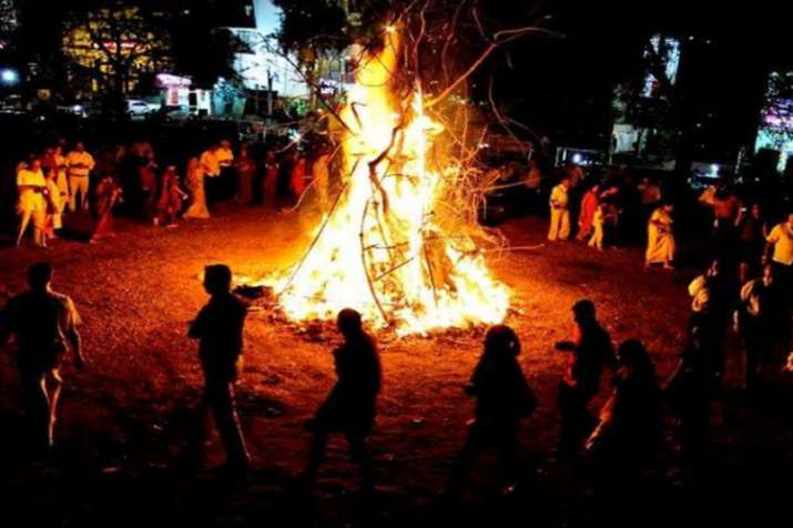 मथुरा के फालैन गांव में 21 मार्च को तड़के ऊॅंची-ऊॅंची लपटों से होकर निकलेगा पंडा- India TV