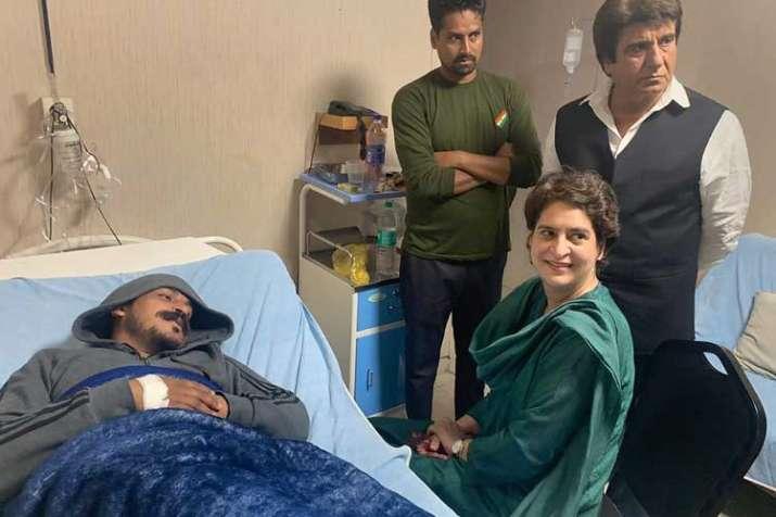 Congress General Secretary Priyanka Gandhi Vadra visits...- India TV