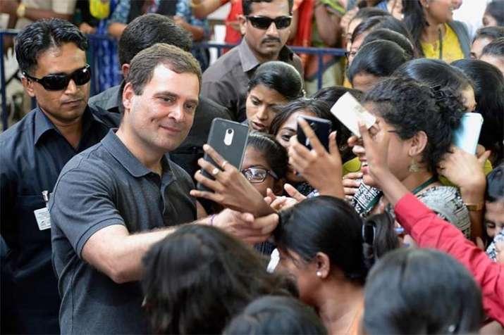 'कांग्रेस की सरकार बनी तो सरकारी नौकरियों में महिलाओं को मिलेगा 33 फीसदी आरक्षण'- India TV
