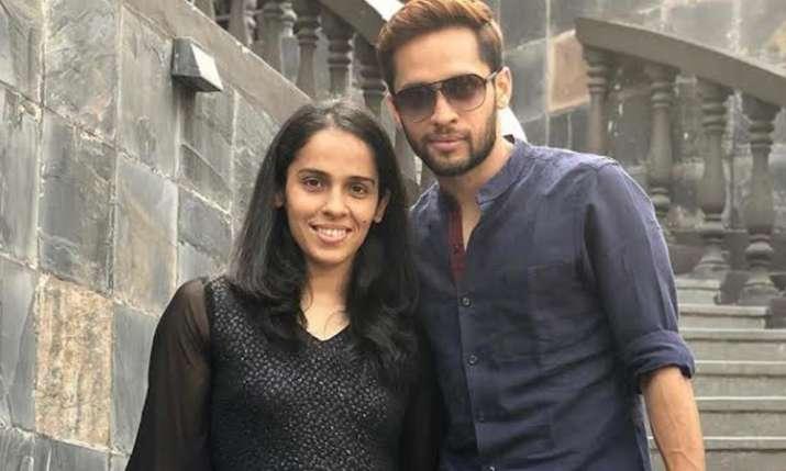 ऑल इंग्लैंड बैडमिंटन: गलत शॉट्स खेलने पर सायना को डांट रहे थे पति पी कश्यप- India TV