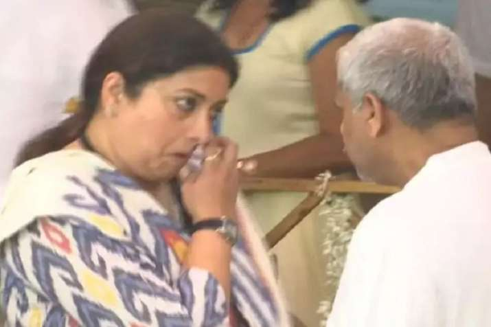 Smriti Irani gets emotional on Manohar Parrikar...- India TV