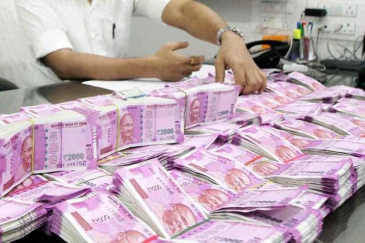 Bundles of cash seized from shop in Tamil Nadu, police open fire to disperse AMMK cadres- India TV