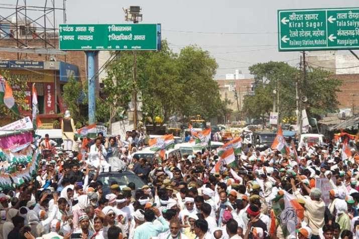 priyanka gandhi convoy- India TV