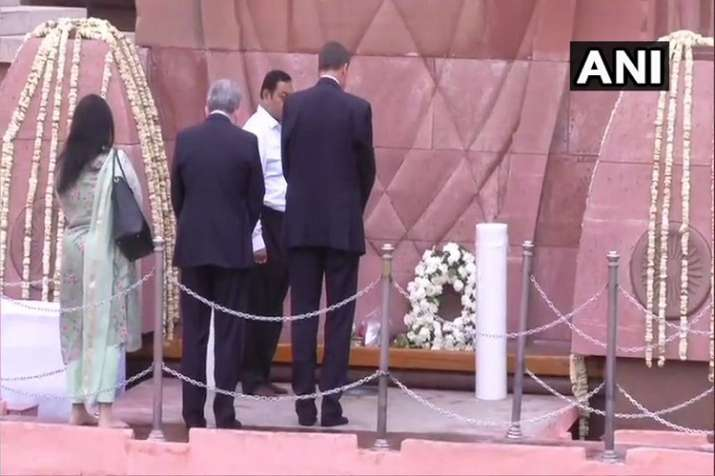 British High Commissioner Dominic Asquith lays wreath at...- India TV