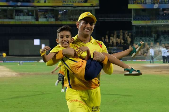 Watch: 'Lightning' MS Dhoni joins Shane Watson and Imran Tahir's sons in playful run sending Twitter- India TV
