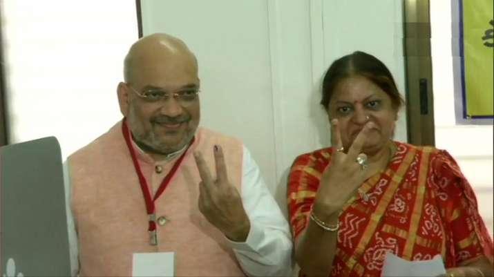 भाजपा अध्यक्ष अमित शाह ने गुजरात में वोट डाल लोगों से बड़ी संख्या में मतदान की अपील की - India TV
