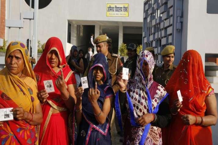 इटावा की ग्राउंड रिपोर्टः जानें यूपी के यादवलैंड में किस साइड खड़े हैं यदुवंशी- India TV
