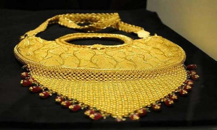 Gold falls Rs 100 on muted demand, weak global trend- India TV Paisa