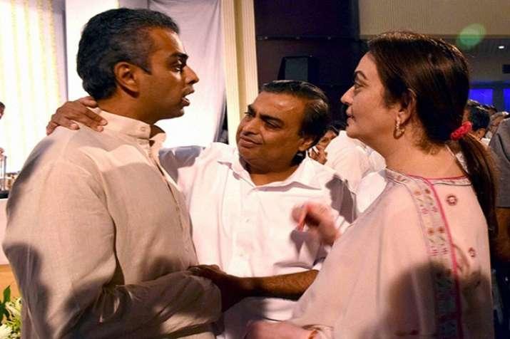 Mukesh Ambani supports Milind Deora from South Mumbai Lok Sabha seat- India TV