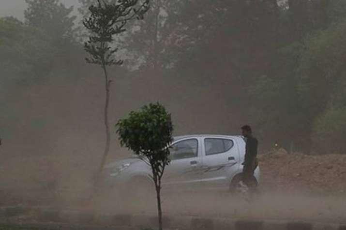 तीन राज्यों में आंधी का खूनी कहर, बेमौसम बारिश ने 30 से ज्यादा जान ली- India TV