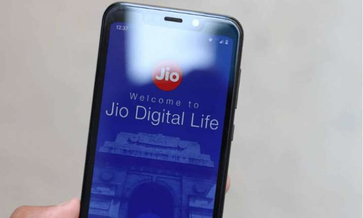 Jio tops 4G download, Vodafone upload speed in March- India TV Paisa