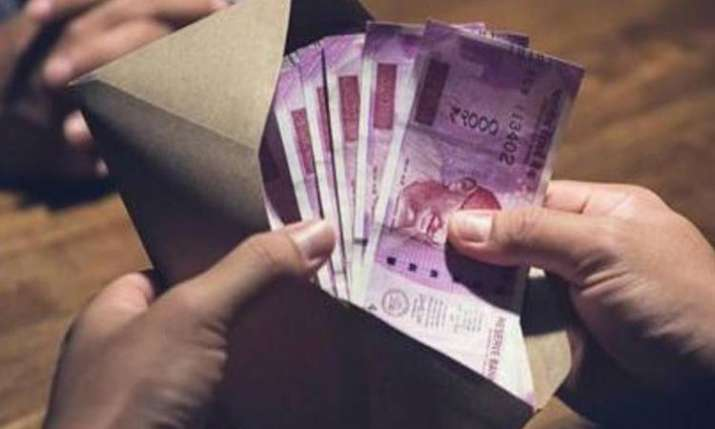 Rupee rises 23 paise to 70.02 vs USD as crude oil recedes from 6-month high- India TV Paisa