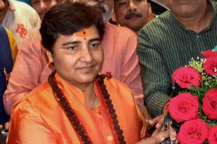 साध्वी प्रज्ञा का विवादित बयान, कहा-मैंने हेमंत करकरे को श्राप दिया था, सर्वनाश होगा- India TV