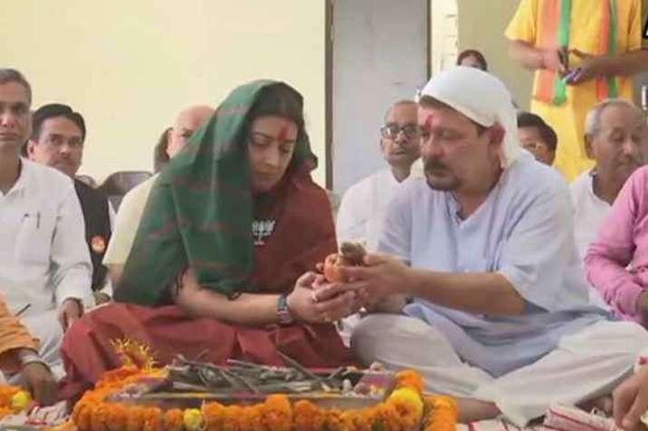 पूजा-पाठ के बाद अब अमेठी लोकसभा सीट के लिए नामांकन करेंगी स्मृति ईरानी, सीएम योगी साथ- India TV